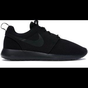 Brand New Men's Nike Rosie Run Triple Black Shoe